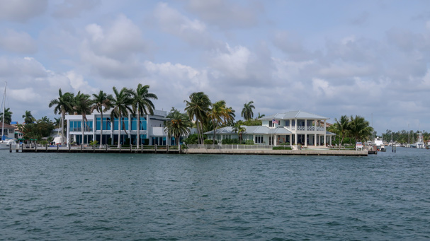 See gorgeous mansions on the Riverfront Cruise in Fort Lauderdale