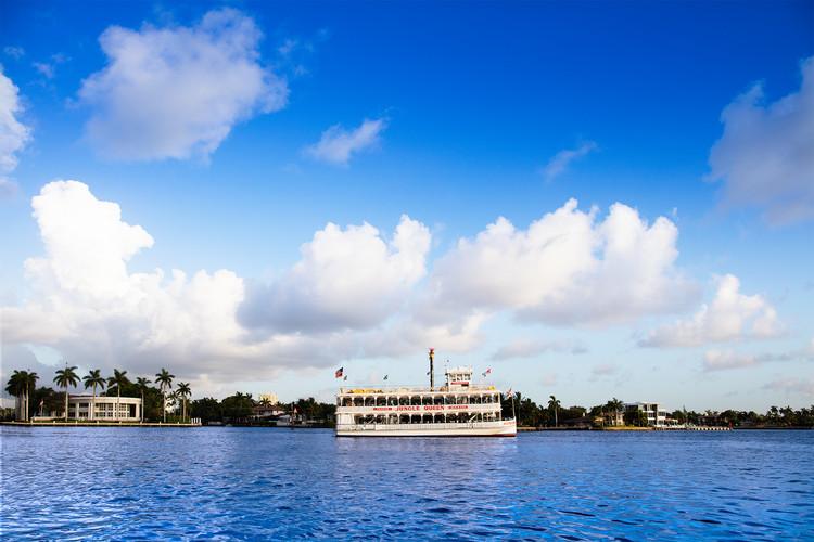 Sightseeing & Tropical Isle 01
